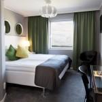 Hotellrum med dubbelsäng