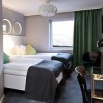 Hotellrum med två sängar